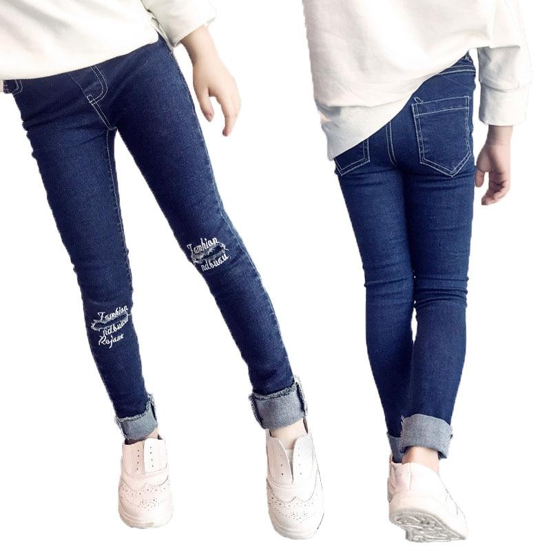 Фото девушек обтягивающих джинсовых штанах фото 184-611