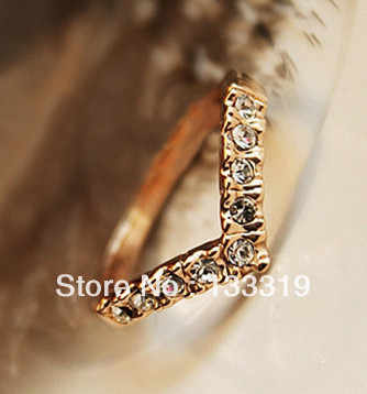 Hot Sell Elegant Gold Color Wedding Ring Made with Genuine Austrian Crystals Full Sizes Wholesale Love Heart Rings