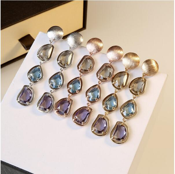High quality color crystal earrings with a retro drop shaped ear nail with an elegant wedding/engagement/birthday present