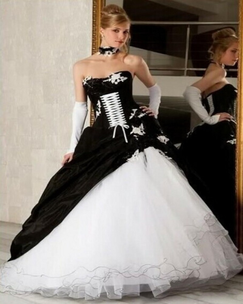 White and black wedding dress 2017 gothic ball gown for Unique black and white wedding dresses