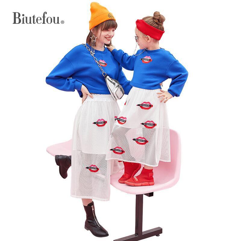 Модные одинаковые комплекты для семьи на весну 2020, красные толстовки с губами и вышивкой + юбки, комплект из двух предметов для мамы и дочки