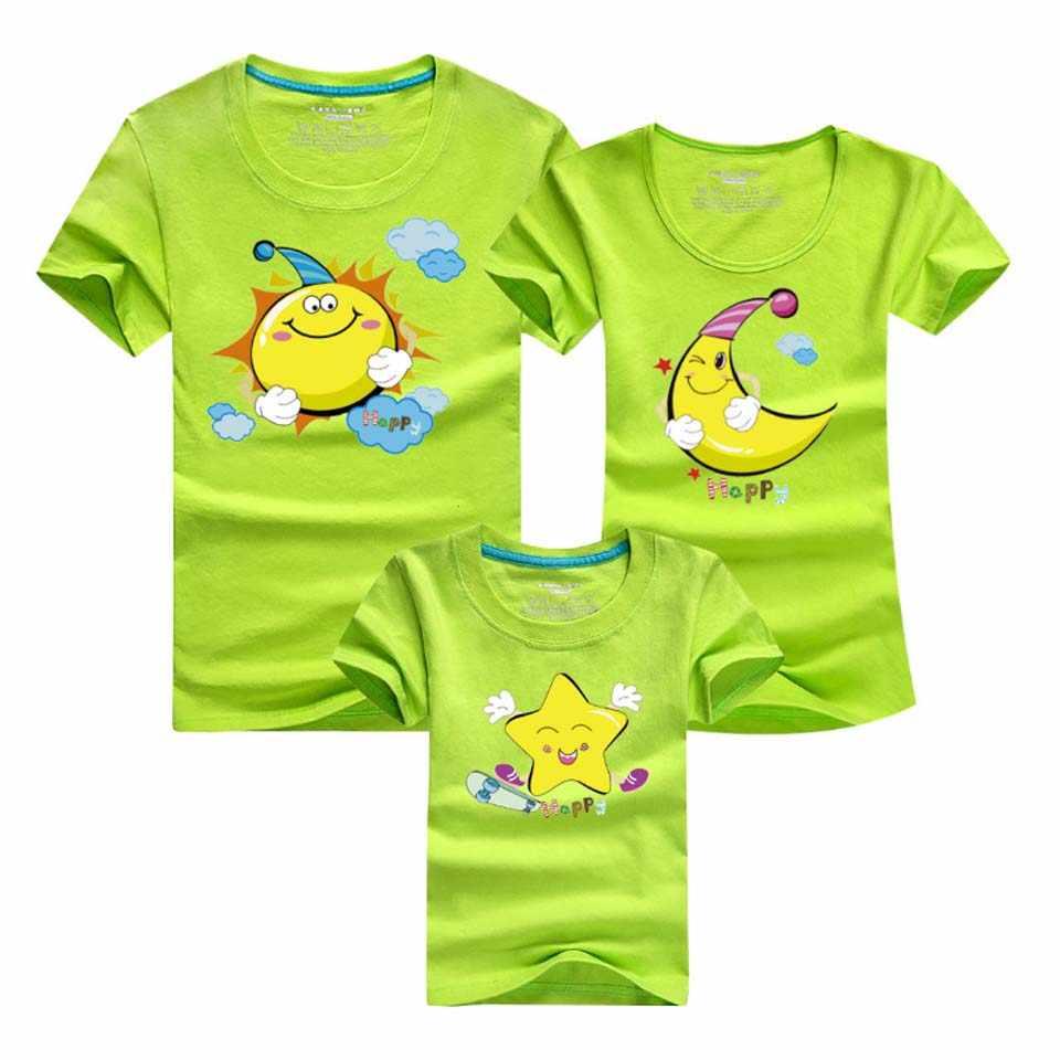 T เสื้อแม่และลูกสาวครอบครัว T เสื้อดาวดวงจันทร์ดวงอาทิตย์พิมพ์แม่ลูกสาวการจับคู่ครอบครัวพ่อ Son จับคู่เสื้อผ้า