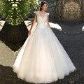 De lujo en una línea sin mangas Backless Pricess Vestido de boda Popular más el tamaño del cordón v-cuello tribunal tren con el arco Vestido de Noiva