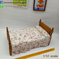 Modelo de casa de muñecas En Miniatura de Estilo Rústico Cama Individual con Impresión De La Flor Muebles de Dormitorio Muñeca Muñecas y Miniaturas Escala 1:12