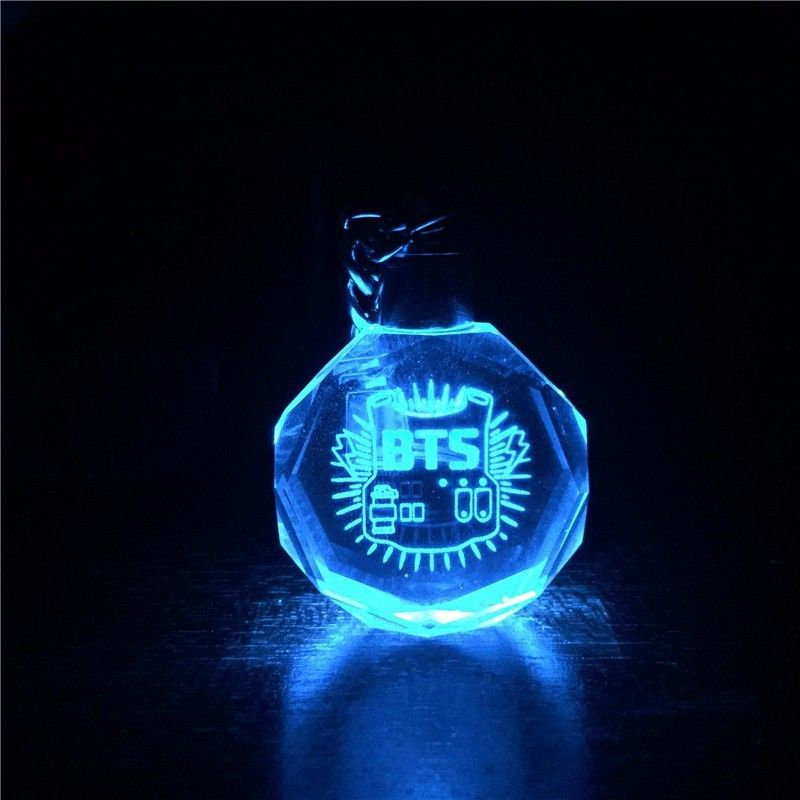 [PCMOS] KPOP BTS Bangtan Boys Jungkook Jimin Jin Rap Monster V LED Crystal Glass Flashing Keychains Pendant Fans Toy 16102721 встраиваемый спот точечный светильник novotech sphere 369977