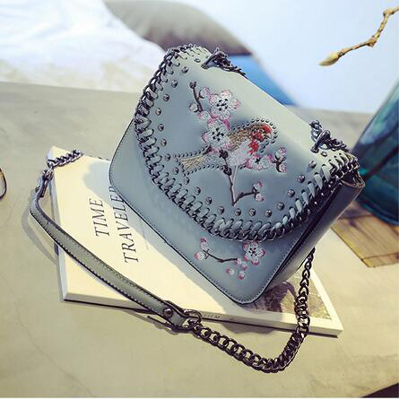 2017 winter new embroidery small square package Europe and the United States fashion bag handbags fashion chain shoulder bag Mes europe and the united states fashion leather handbags 2017 new retro hit color decals leather small square bag shoulder bag