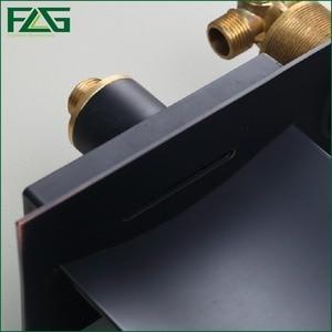 Image 4 - FLG הסתיר אמבטיה ברז טמפרטורת צבע שינוי LED מפל ברז קיר רכוב שמן שפשף שחור אגן ברזי כיור