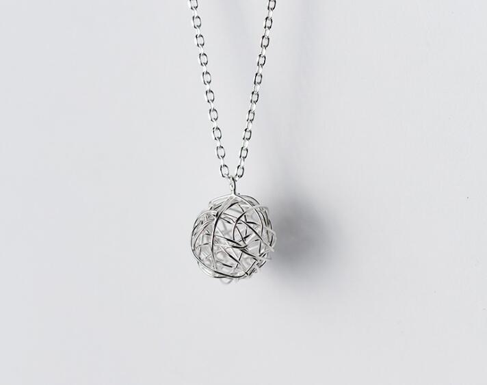 Aranyos nagy 12 mm-es Twisted Love Knot medál nyaklánc Geometrikus - Finom ékszerek