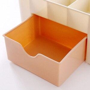 Image 4 - 1 sztuk organizator na przybory do makijażu przenośne z tworzywa sztucznego 6 w kratkę do przechowywania pudełko etui na szminki Organizador stojak wystawowy na lakier do paznokci 2019 Hot