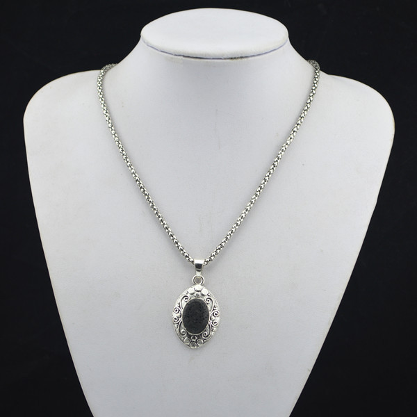 R118H Oval Black Lava Volcano Stone Necklace Pendant Jewlery Women Girl Vintage Antique Silver Tibet Alloy