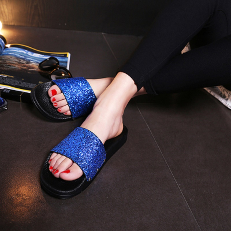 2018 Summer New Women's Slipper Flash Diamond Slipper Shiny Sequins Flat Skid Shoes Women Casual Beach Sandals