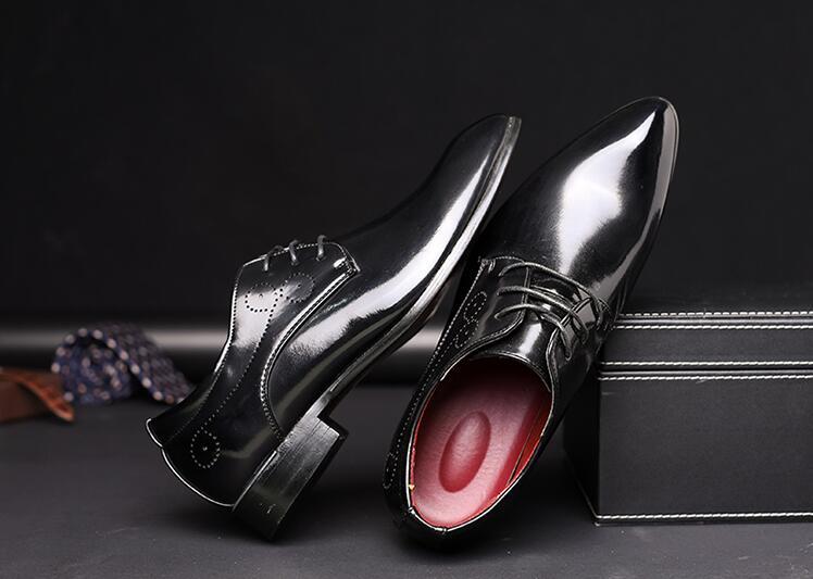 Britannique Style rouge Cuir De Verni Noir Hommes Rouge Sculpté Mariage up Mâle Chaussures bleu Pointu Orteils Hauteur Croissante Élégant Robe Dentelle F5wfWEqn