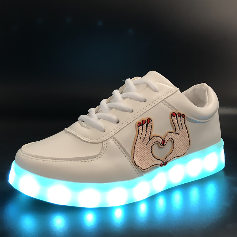 7ipupas 2018 New Fashion Boy&Girl Light Up Shoes Glowing Feminino Baskets Light Sole Children Led Slippers Luminous Sneakers