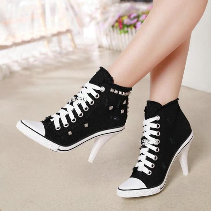 Sapato salto alto lona jeans rebites e cadarço, calçado feminino estilo tênis preto azul