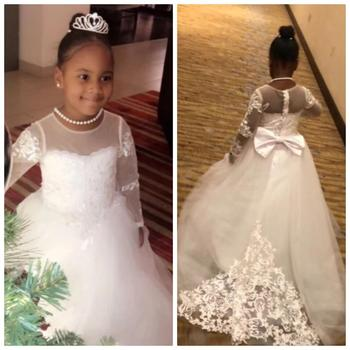 Popular Holy First Communion Gowns White Tulle Flower Girl Dress with Lace Appliques Sheer Neck Long Sleeves Big Bow Buttons