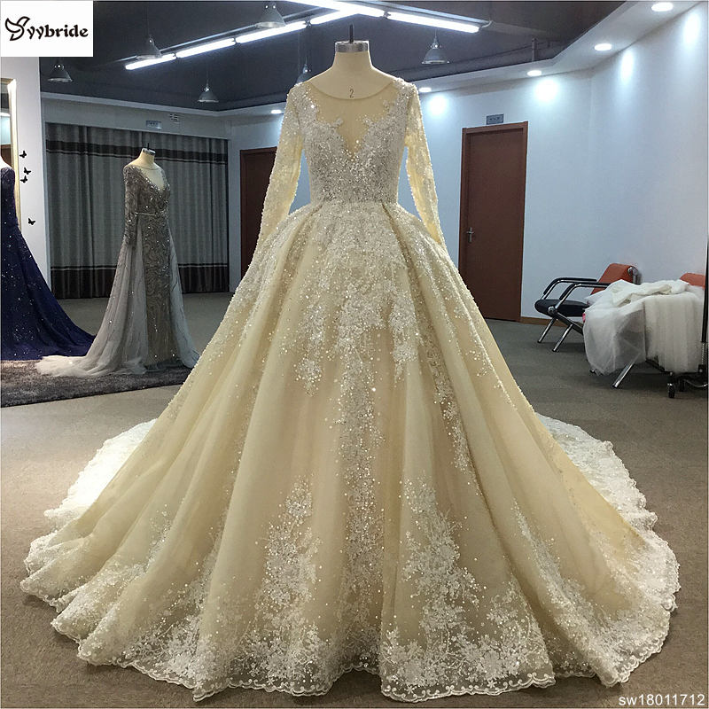 Surmount Design Elegant Lace Wedding Dresses Scoop Neck Long Sleeves Vintage Gown Floor Length Royal Train Dress