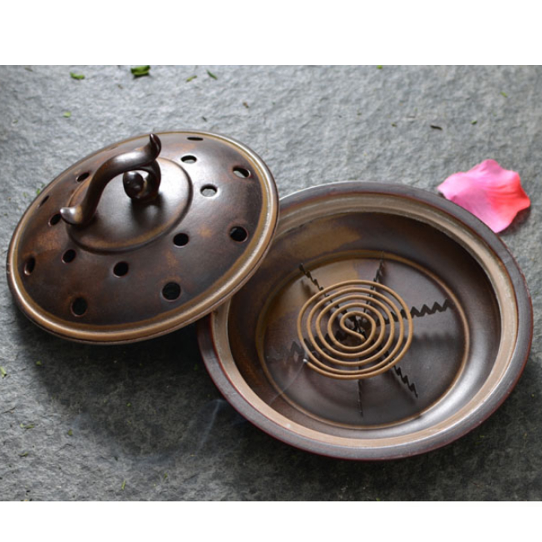 VICTMAX Retro Style Ceramic Mosquito Incense Burner Mosquito Coil Holder Pest Control Repellent - 16 Holes Antique LookingVICTMAX Retro Style Ceramic Mosquito Incense Burner Mosquito Coil Holder Pest Control Repellent - 16 Holes Antique Looking