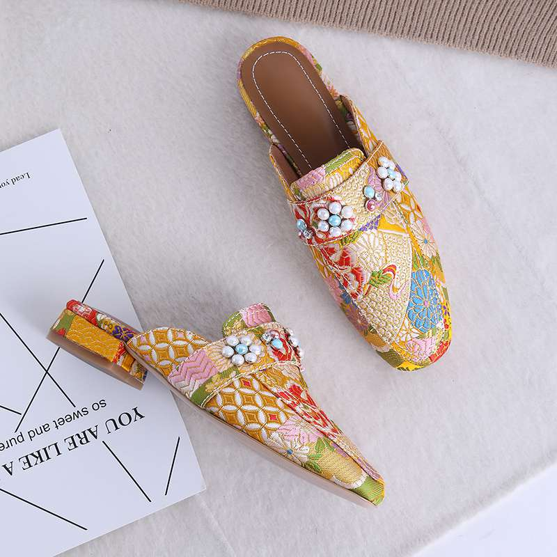 Ayakk.'ten Kadın Pompaları'de Etnik tarzı oryantal nakış inciler dekorasyon kare ayak kayma düşük topuklu kadın pompaları moda popüler büyük boy katır L03'da  Grup 3