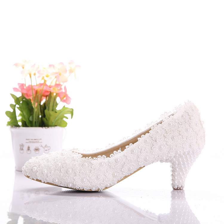Aesthetic white dwarf with lace flower wedding shoes pearl shoes bridal shoes banquet formal dress shoes