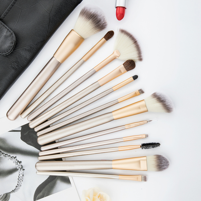 Professional 12pcs Makeup Brushes Set Foundation Powder Blush Eyeshadow Sponge Brush Soft Hair Cosmetic Tools with Leather Bag 4