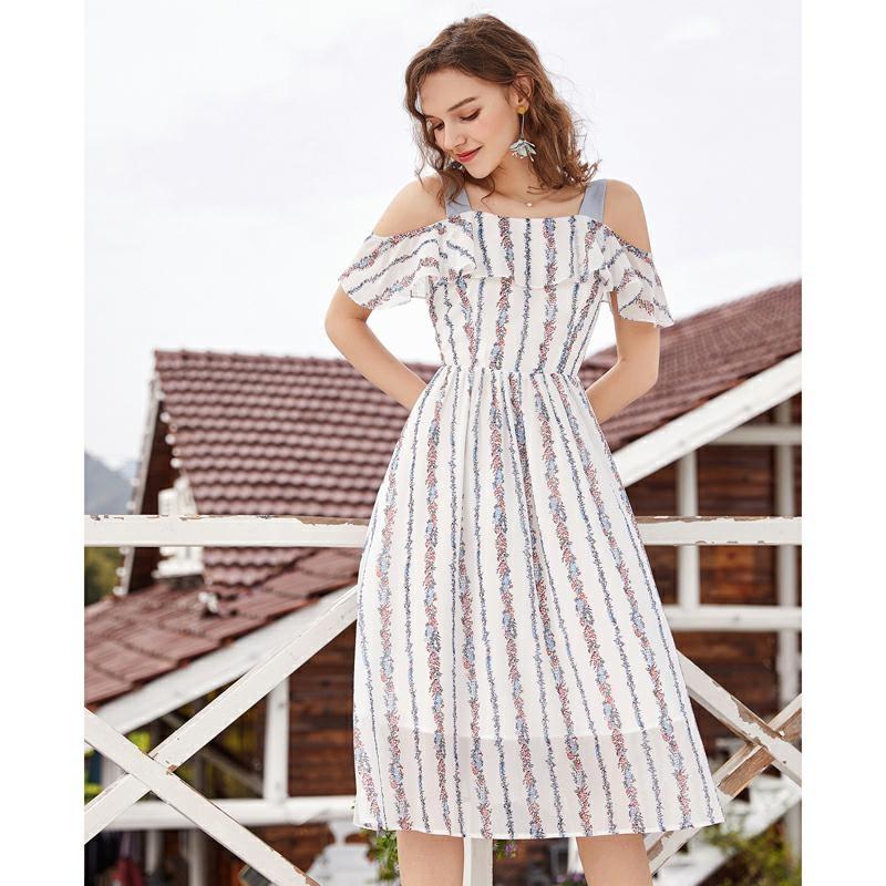 ARTKA 2019 D'été Nouvelle robe pour femme Mince Taille Big Swing de L'épaule Arc Conception Romantique Femelle Rayé Robe LA11689X
