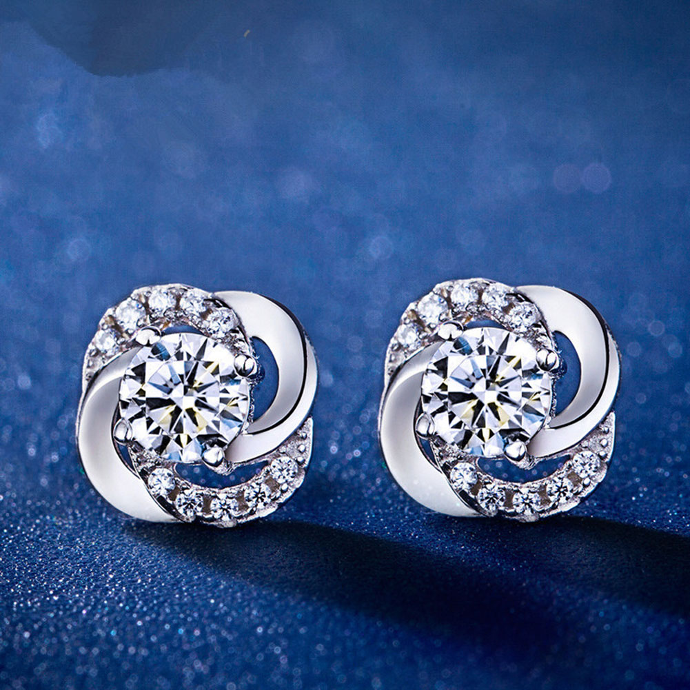 Newly Arrival Elegant And Silver color Four Leaves Clover Shaped Woman Earrings Charming Jewelery Accessories