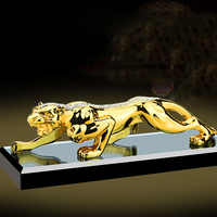 2019 mode Gold Panther Figuren Miniaturen Geometrische Metall Leopard Statue Auto parfüm decor Wein Schrank Hause Zubehör