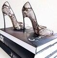 Venta caliente Marca de Hoja de Estampado de Serpiente de Cuero Del Dedo Del Pie Puntiagudo Bombas de Tacón Sexy Python de Metal Talón de Las Mujeres Zapatos de Vestir Tamaño 34-41 Envío Gratis