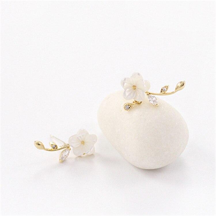 Hot Sale Leaf Shell Flowers Stud Earrings Fashion Small Fresh Silver Needle Hypoallergenic Earrings