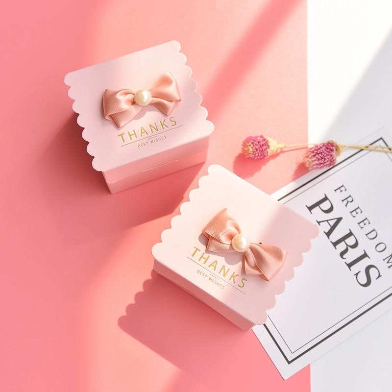 50 pcs/lot carré avec perle bonbons boîte papier cadeau sacs pour fête bébé douche anniversaire mariage bonbons boîte fête fournitures