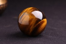 2016 40mm Tiger Eye Rare 100% Natural Carving Sphere Ball Free stand Chakra Healing Reiki Stones Carved Crafts Wholesale