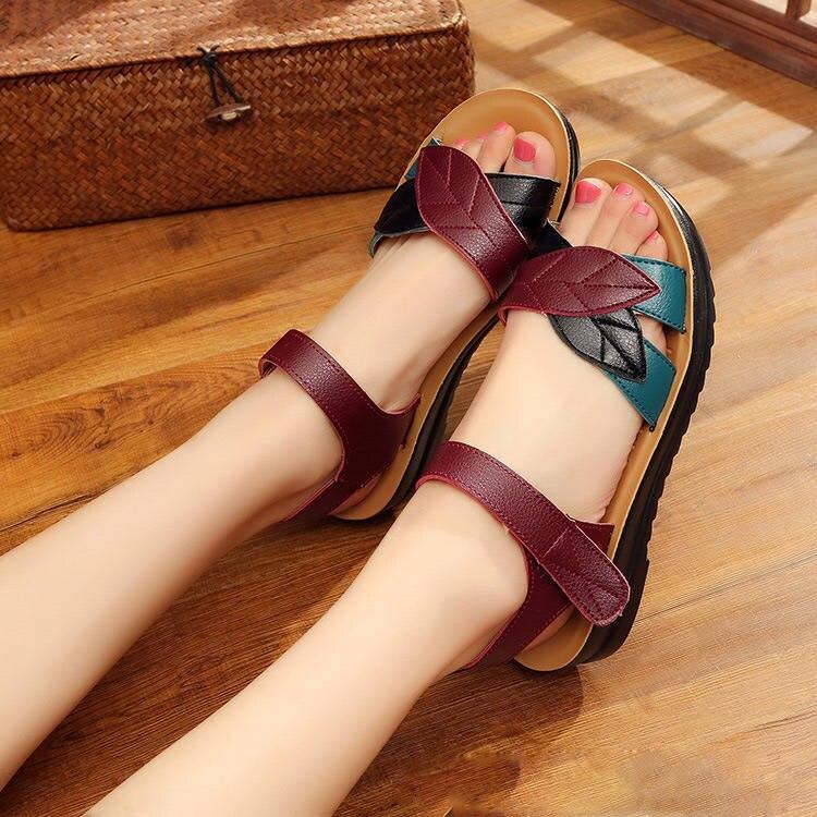 Summer women sandals 2018 fashion women sandals middle-aged mother sandals shoes women flat non-slip mixed colors women slippers summer fashion sandals women shoes non slip hook