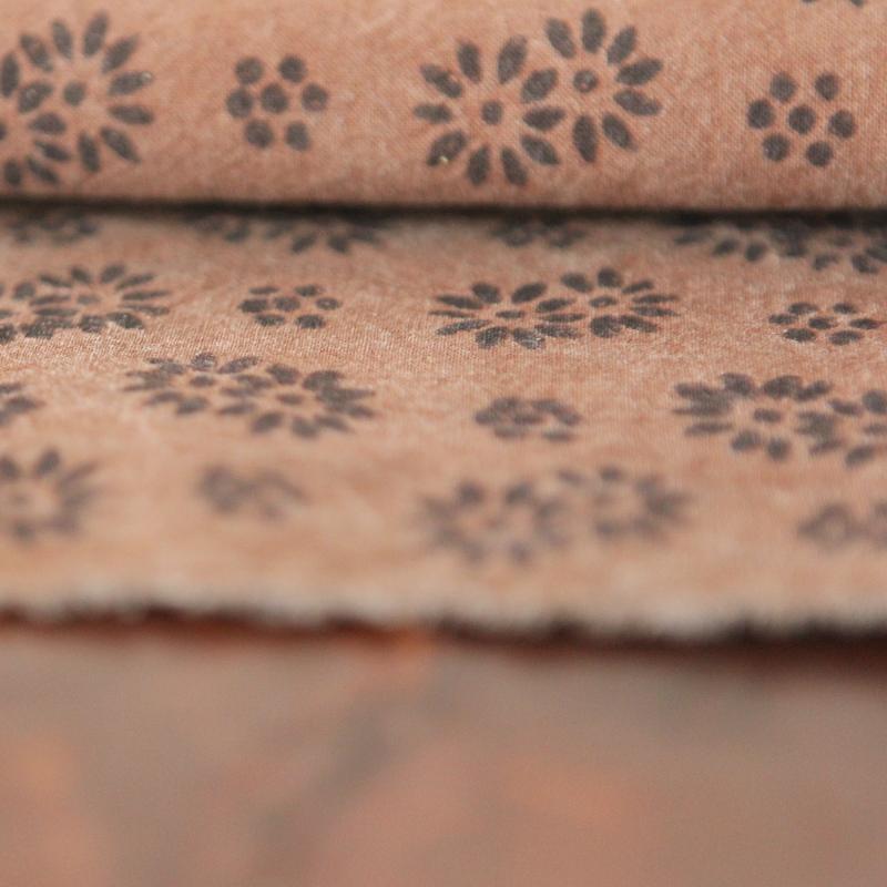 Древний метод окрашивания хурмы протекающая ткань ручная работа окрашивание хурмы earthen ткань, трава, растения окрашивание и печать чистого ...