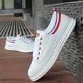 Holgazanes de los hombres jóvenes de verano nuevos zapatos transpirables versión Coreana de los hombres Británicos del estilo zapatos blancos