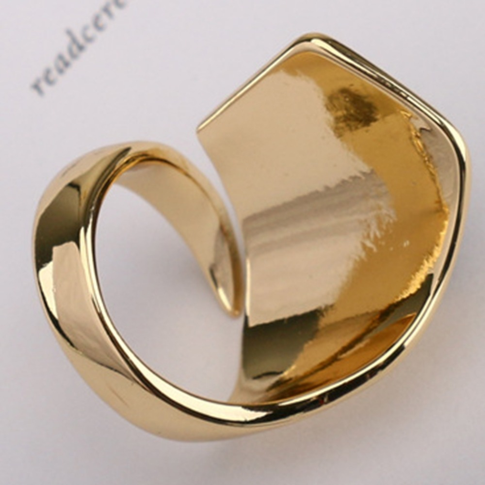 Ladies Retro Finger Ring 1