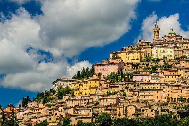 Häuser Italien dekoration trevi umbria italien stadt gebäude häuser hang wolken