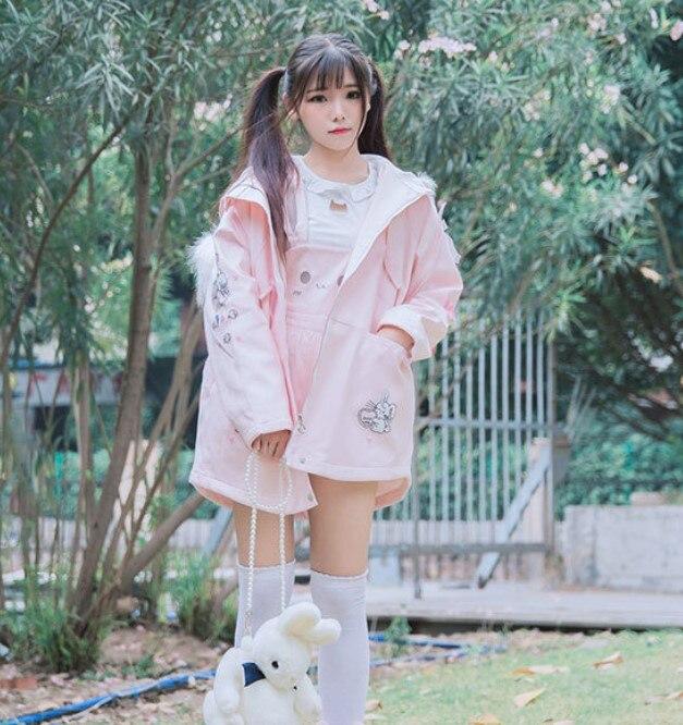 Kadın Giyim'ten Parkalar'de Tatlı Kürk Yaka Kadın Uzun Parkas Coat Polar Astar Lolita Pembe Ceket Pamuk papyon Tavşan Baskılar Kış sıcak Dış Giyim Palto'da  Grup 2