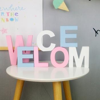 Kolorowe angielskie litery dekoracyjne drewniane dekoracje ślubne DIY spersonalizowana nazwa dekoracja pokoju dziecięcego strzelanie rekwizyty tanie i dobre opinie Drewna HLPKC