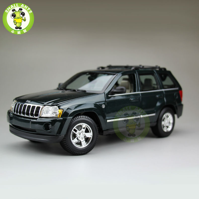 1/18 2005 Jeep Grand Cherokee Diecast Metal Car Suv Model Maisto Dark Green maisto jeep wrangler rubicon fire engine 1 18 scale alloy model metal diecast car toys high quality collection kids toys gift