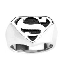 309d8996efce La nueva plata de la manera de los hombres Superman superhéroe símbolo 316L  anillo de acero inoxidable