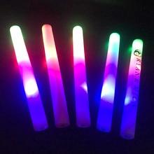 d317578849c 30 unids lote brillo palos para boda intermitente palo de luz LED para  cumpleaños espuma Glow Stick LED fiesta suministros