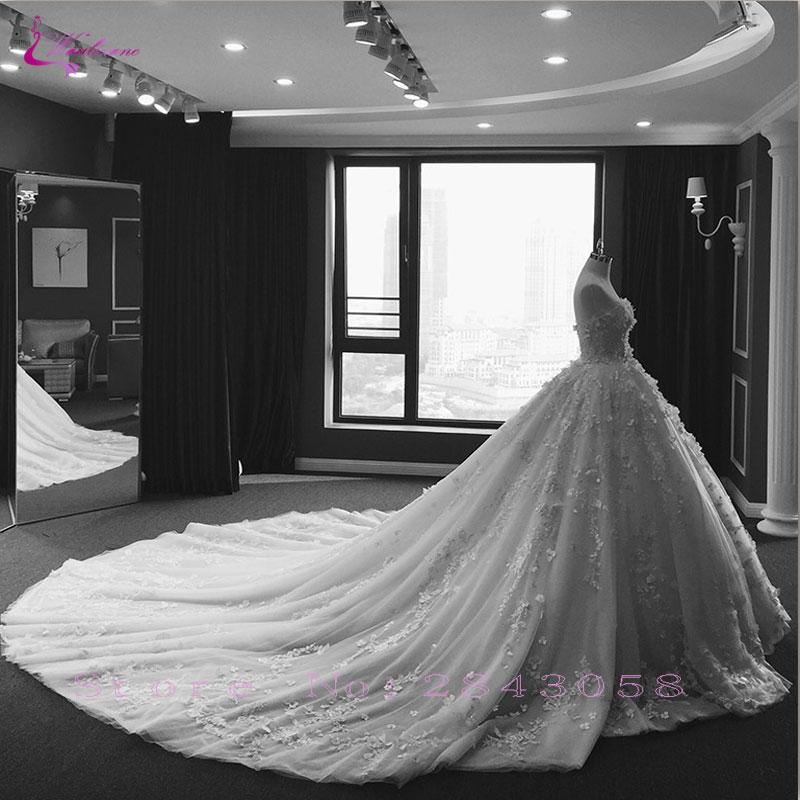 Waulizane Brillant Broderie Perlée robe de Bal Robe De Mariée En Dentelle Appliques Lace Up Chapelle Train Princesse Robes De Mariée Offre Spéciale