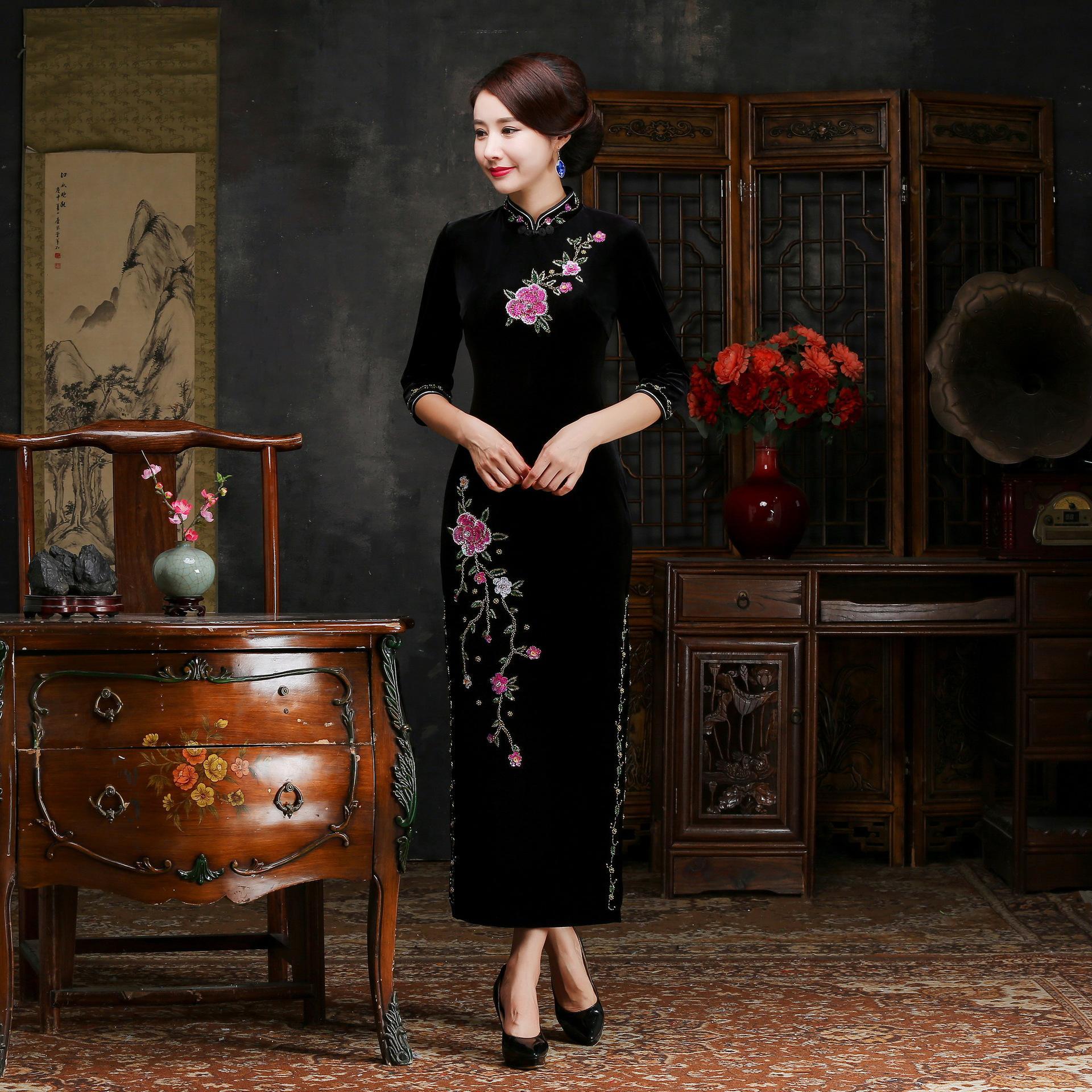 Осень зима для женщин вышивка Qipao пикантные высокие разделение Cheongsam Oversize 3XL 4XL Винтаж ручной работы и пуговицы платье Vestiidos - Цвет: Black Long
