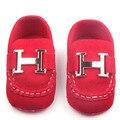 2016 Nuevo Bebé de La Muchacha Zapatos Decoración de Metal de Cuero Slip-On Soft Sole Infant Toddler Baby Girl Boy Zapatos 0-15 Meses