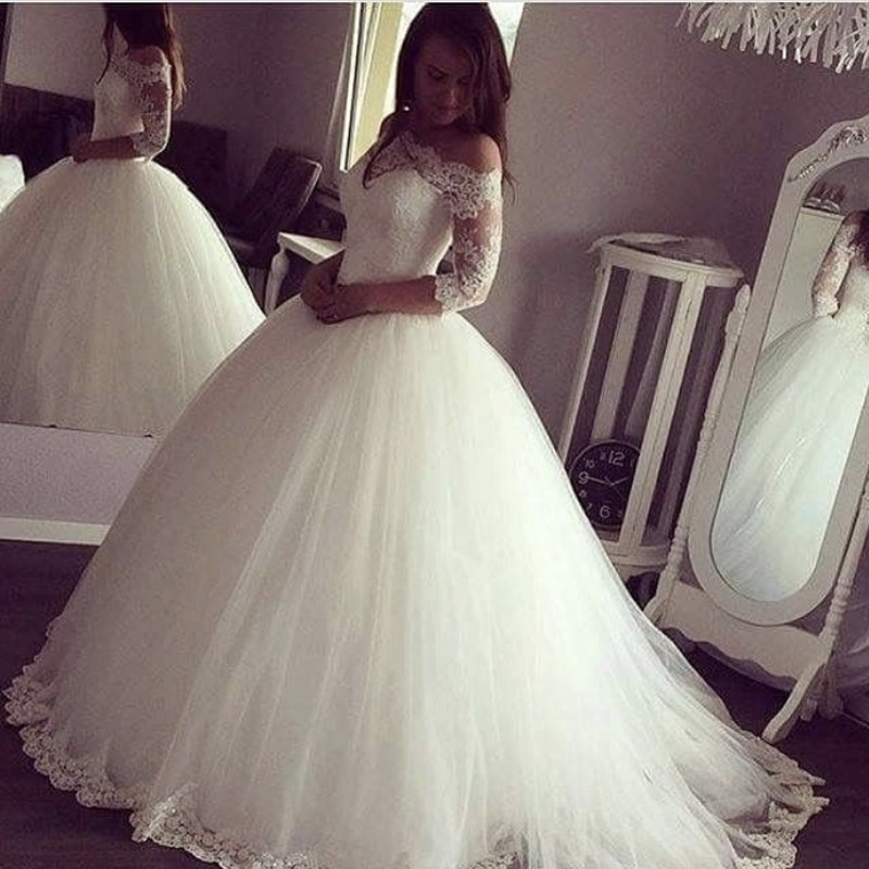Cinderella Boat Neck Off The Shoulder Half Sleeves Ball Gown Tulle Lace Applique Wedding Dresses Lace Bride Gowns Fast Shipping