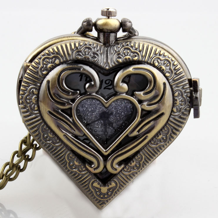 Retro Bronze Hollow Heart Shaped Black Silver Vintage Pocket Watch Necklace Pendant Metal Quartz Movement Women Men Clock Gifts