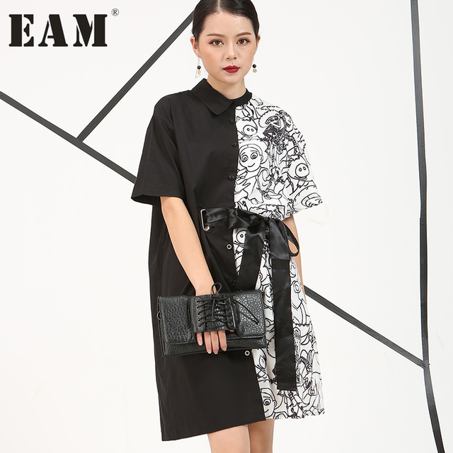 [EAM]  2017 Europe autumn new Irregular printed Personality white and black short-sleeved long shirt women fashion 4CH1571