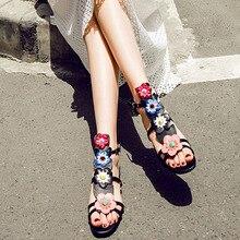 2017 de Moda de Verano Las Mujeres Blancas Zapatos Sandalias de la Señora de Ocio de Cuero Genuino Negro Flor Decoración Del Remache De Metal Peep-Toe Bohemia