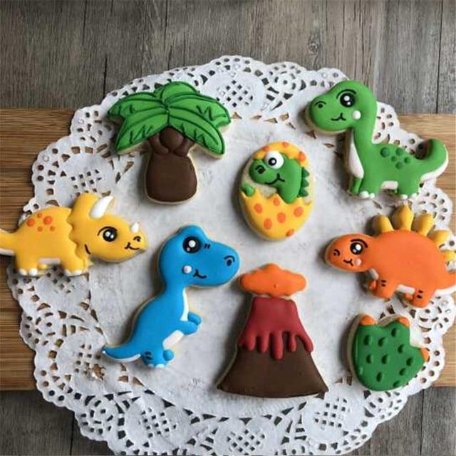 8pcs/set Dinosaur Cookie Stamps Plastic Cookie Biscuit Decoration
