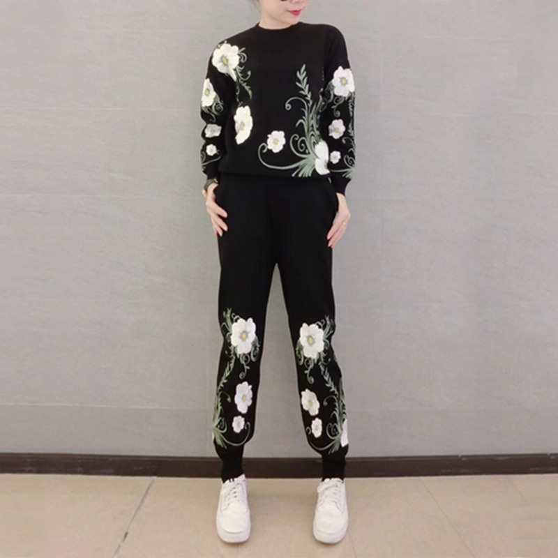 2018 Autumn fashion knit sweater suit autumn flowers embroidered sweater feet pants two sets winter Women suit
